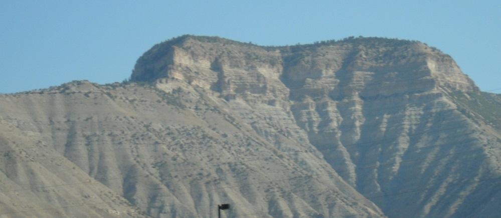Sedimentäre Formationen auf einer Fahrt durch den Mittelwesten der USA